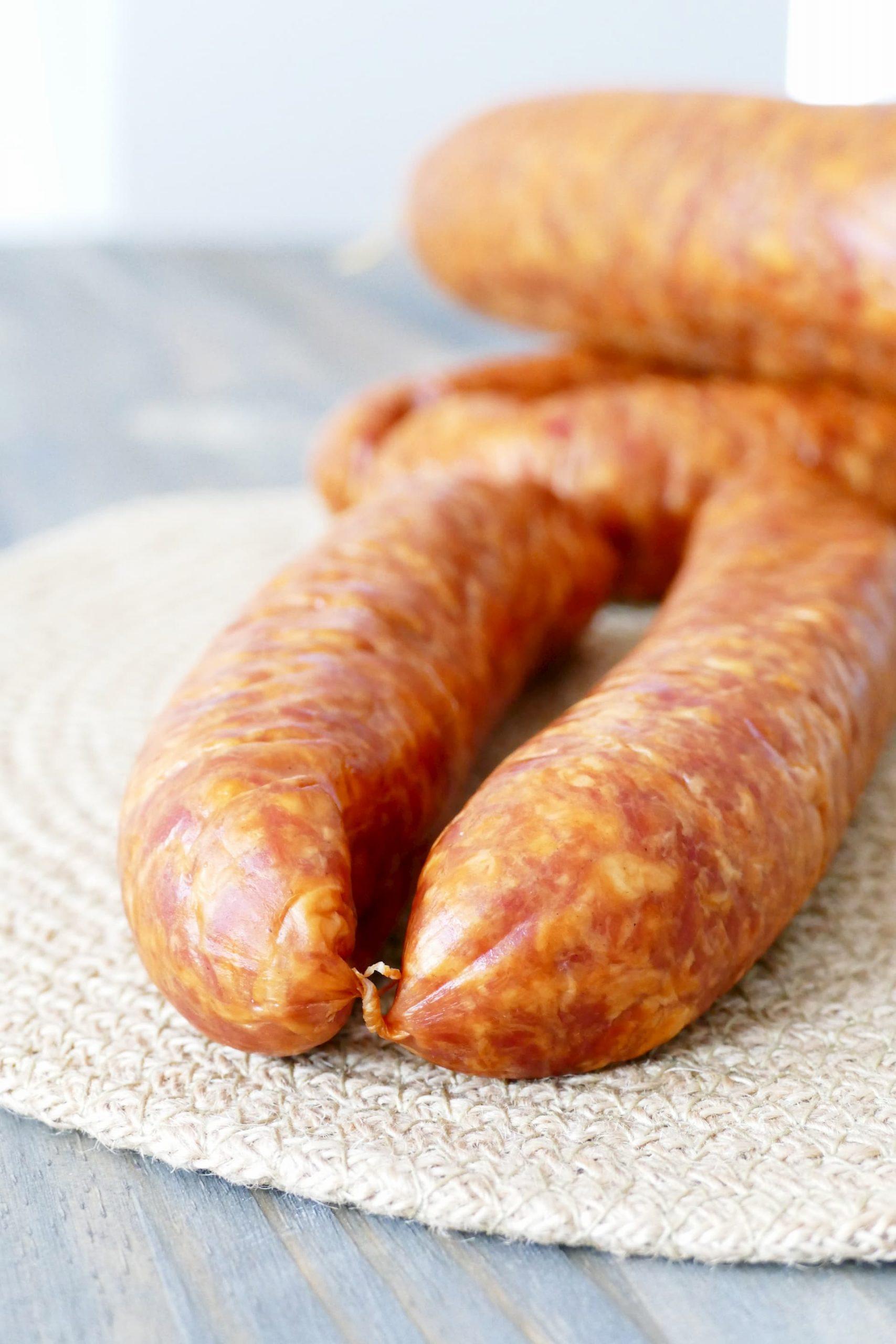 La saucisse de Montbéliard, délicatement fumée et épicée